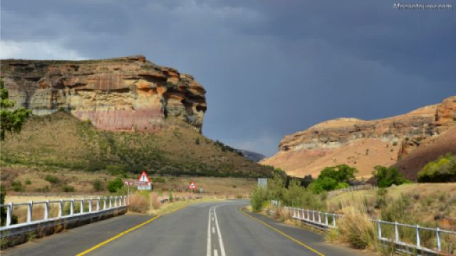 up ahead, approaching from Clarens (west)