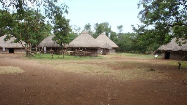 Kisumu museum, traditional Luo huts <sup>1</sup>