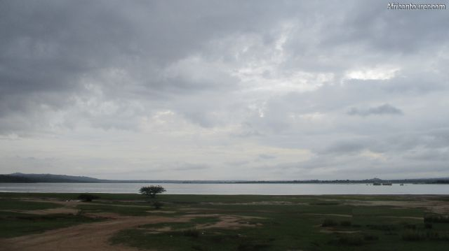 lake Singida, the scenery from it's southern shores