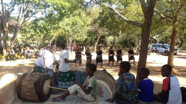 Sukuma museum Mwanza, dance group performing [2].